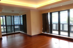 Bright open space apartment for rent in Hongqiao