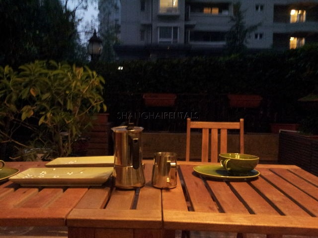 City castle with garden for rent in Nanjing west road