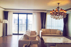 Newly decorated Joffry garden penthouse
