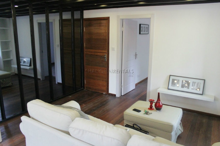 2 level old apartment for rent on Yongjia road