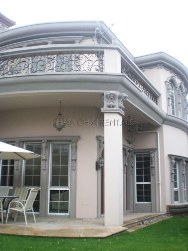 Villa for rent in Forest Manor in Minhang