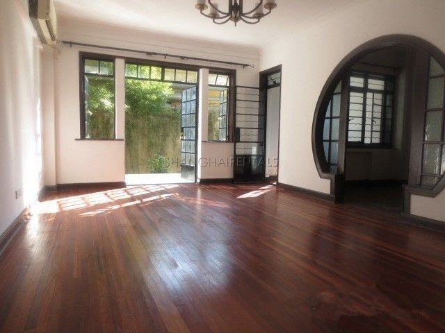 Apartment with garden for rent on Nanjing west road