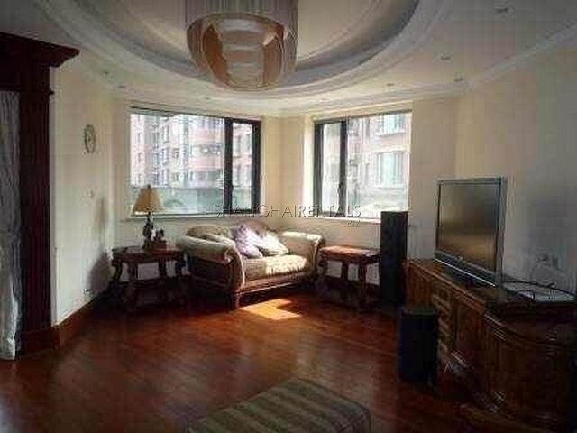 Apartment for rent in Gubei Qiangshang Garden