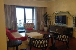 Large size 3bedrooms apartment in Lakeville Regency