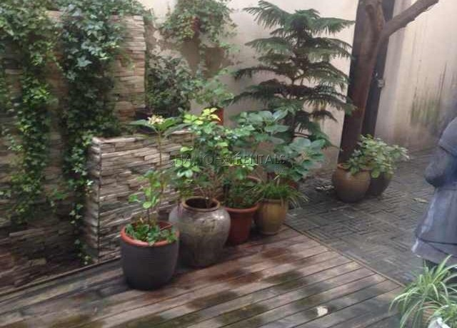 lane house for rent shanghai xintiandi with garden and balcony (8)