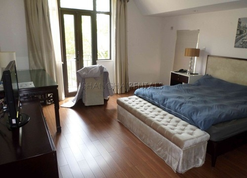 Rent Stratfor Townhouse in Huacao near close to American school in Shanghai (8)