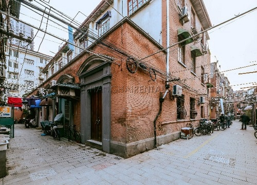 Rent an old style apartment in French Concession in Shanghai (1)