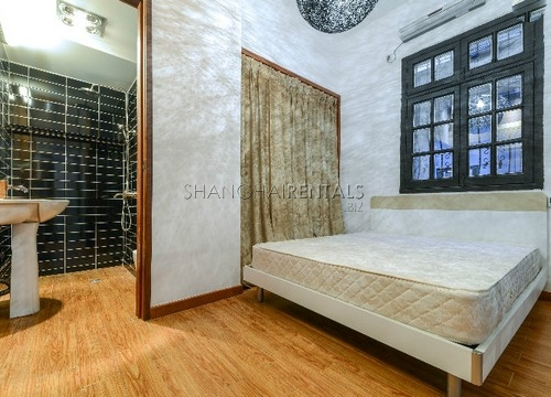 Rent an old style apartment in French Concession in Shanghai (5)