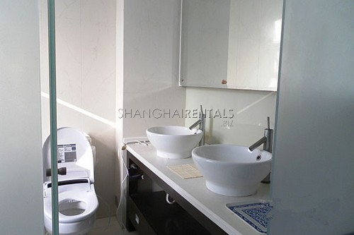 high rise apartment at  uptwon of Gubei area of shanghai for  rent4