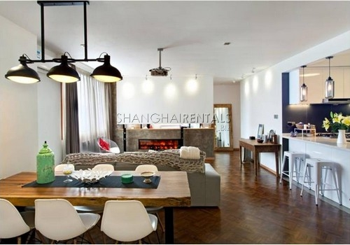 3-bedroom-apartment-in-high-rise-building-in-downtown-in-shanghai-for-rent1