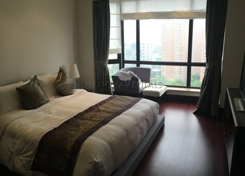 4-bedroom-apartment-in-chateau-pinnacle-in-changning-in-shanghai-for-rent2