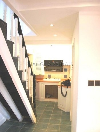 2-bedroom-apartment-in-downtown-in-shanghai-for-rent1