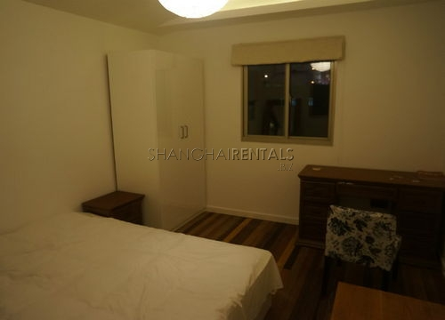 2-bedroom-apartment-in-jingan-in-shanghai-for-rent11