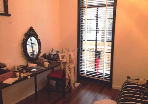 2-bedroom-apartment-in-xuhui-in-shanghai-for-rent4