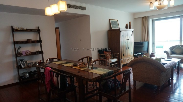 3-bedroom-apartment-at-wellignton-garden-in-xujiahui-in-shanghai-for-rent11