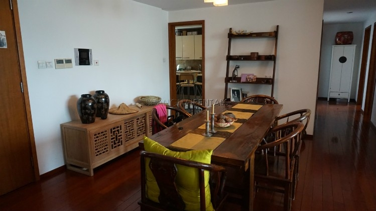 3-bedroom-apartment-at-wellignton-garden-in-xujiahui-in-shanghai-for-rent9
