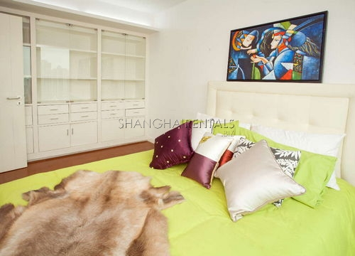 3-bedroom-apartment-in-xujiahui-in-shanghai-for-rent1