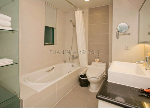 3-bedroom-apartment-in-xujiahui-in-shanghai-for-rent3