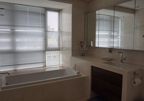 4-bedroom-apartment-at-central-residence-in-changning-in-shanghai-for-rent2