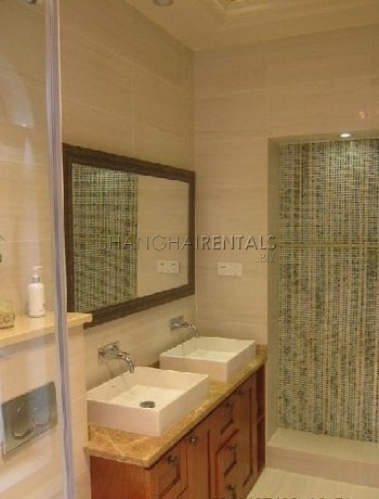 6-bedroom-villa-at-jiushi-western-suburban-garden-in-qingqu-in-shanghai-for-rent1