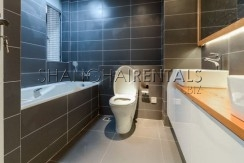 3-bedroom-apartment-at-the-summit-in-xujiahui-in-shanghai-for-rent12