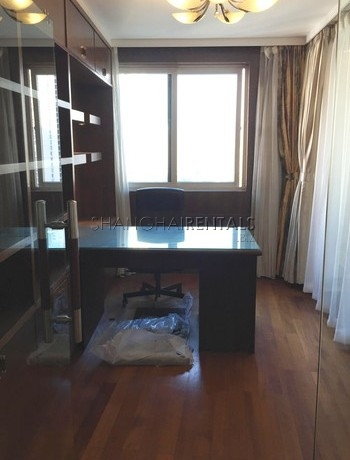 3-bedroom-apartment-in-jingan-in-shanghai-for-rent1