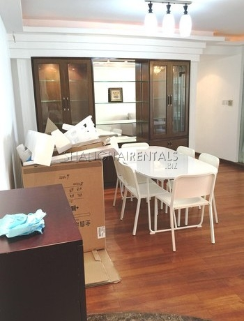 3-bedroom-apartment-in-jingan-in-shanghai-for-rent5