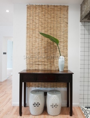 3-bedroom-apartment-with-balcony-in-lujiazui-in-shanghai-for-rent1