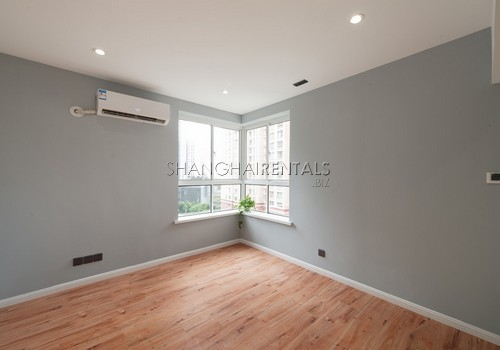 3-bedroom-apartment-with-balcony-in-lujiazui-in-shanghai-for-rent11