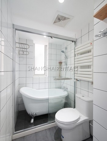 3-bedroom-apartment-with-balcony-in-lujiazui-in-shanghai-for-rent12