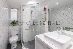 3-bedroom-apartment-with-balcony-in-lujiazui-in-shanghai-for-rent13