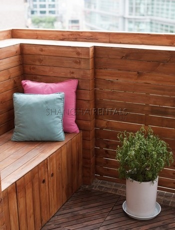 3-bedroom-apartment-with-balcony-in-lujiazui-in-shanghai-for-rent14