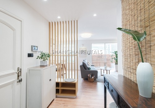 3-bedroom-apartment-with-balcony-in-lujiazui-in-shanghai-for-rent2