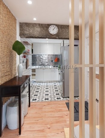 3-bedroom-apartment-with-balcony-in-lujiazui-in-shanghai-for-rent4