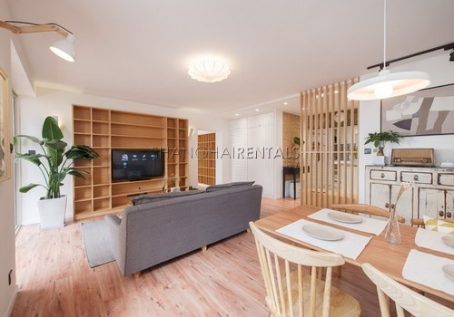 3-bedroom-apartment-with-balcony-in-lujiazui-in-shanghai-for-rent5