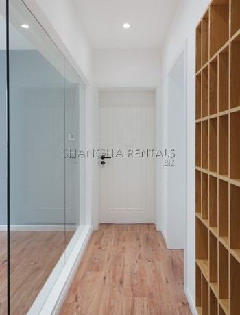 3-bedroom-apartment-with-balcony-in-lujiazui-in-shanghai-for-rent7