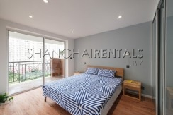3-bedroom-apartment-with-balcony-in-lujiazui-in-shanghai-for-rent8