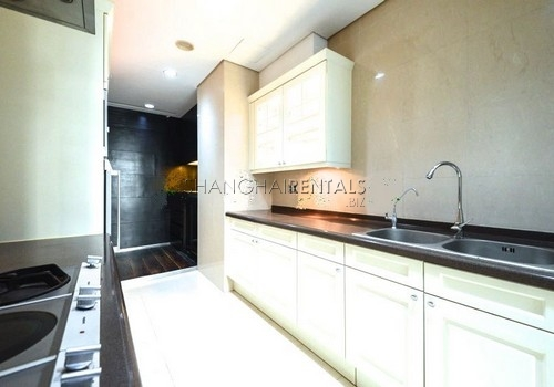 4-bedroom-apartment-at-lakeville-regency-in-xintiandi-in-shanghai-for-rent17