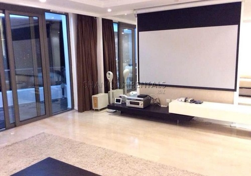 4-bedroom-apartment-at-top-of-city-in-jingan-shanghai-for-rent2