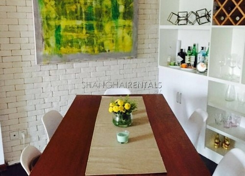 2 BR apartment on Xiangyang North rd close to Xinle rd