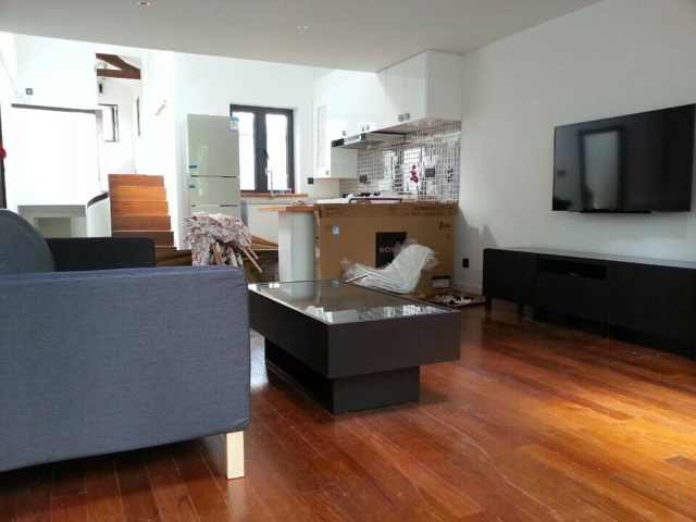 Renovated wall heated 2 floor apartment with terrace in Shanghai