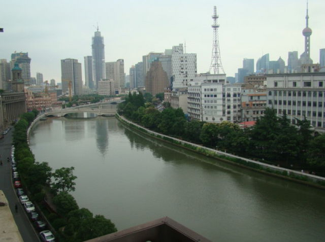 Unfurnished apartment in Embankment building in Suzhou Creek