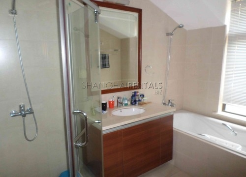 Rent Stratfor Townhouse in Huacao near close to American school in Shanghai (3)