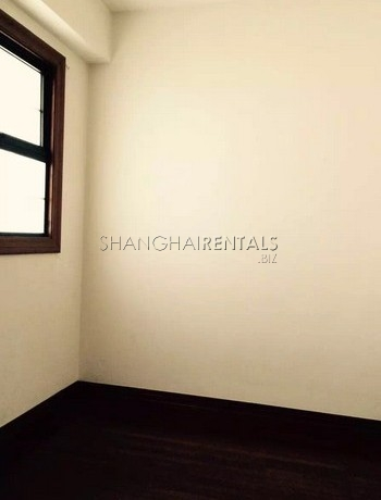 2-bedroom-high-rise-in-jingan-in-shanghai-for-rent3