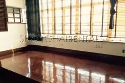 2-bedroom-high-rise-in-jingan-in-shanghai-for-rent6