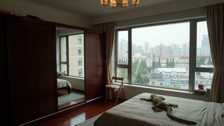 3-bedroom-apartment-at-wellignton-garden-in-xujiahui-in-shanghai-for-rent8