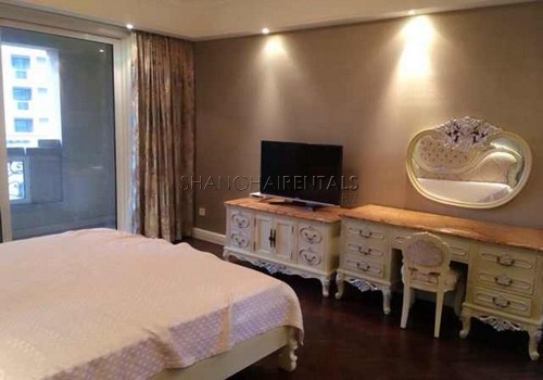 4-bedroom-apartment-at-bound-of-the-bund-in-huangpu-in-shanghai-for-rent2